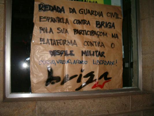 Cartaz pedindo liberdada das detidas
